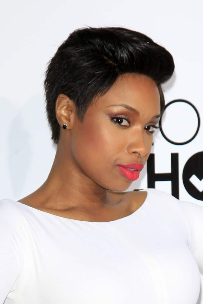 Jennifer Hudson attended the People's Choice Awards 2014 at Nokia Theater at LA LIve on January 8, 2014 in Los Angeles, CA. She was seen wearing a white dress with her slick side-parted raven pixie hairstyle that has a pompadour finish.