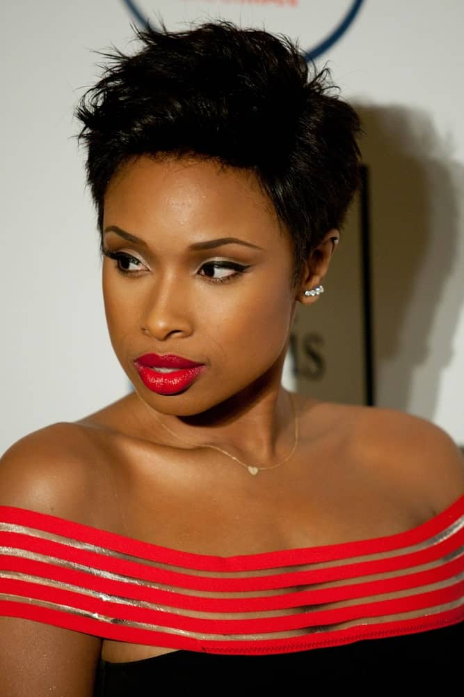 Jennifer Hudson attended the Clive Davis and The Recording Academy annual Pre-GRAMMY Gala on January 25th 2014 at the Beverly Hilton in Beverly Hills, California. She wore a colorful dress with her spiky raven pixie hairstyle with a slight tousle.