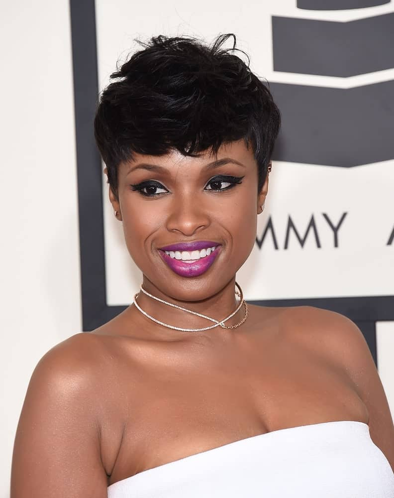Jennifer Hudson attended the Grammy Awards 2015 on February 8, 2015 in Los Angeles, CA. She paired her stunning white strapless dress with a short and tousled raven pixie hairstyle with bangs.