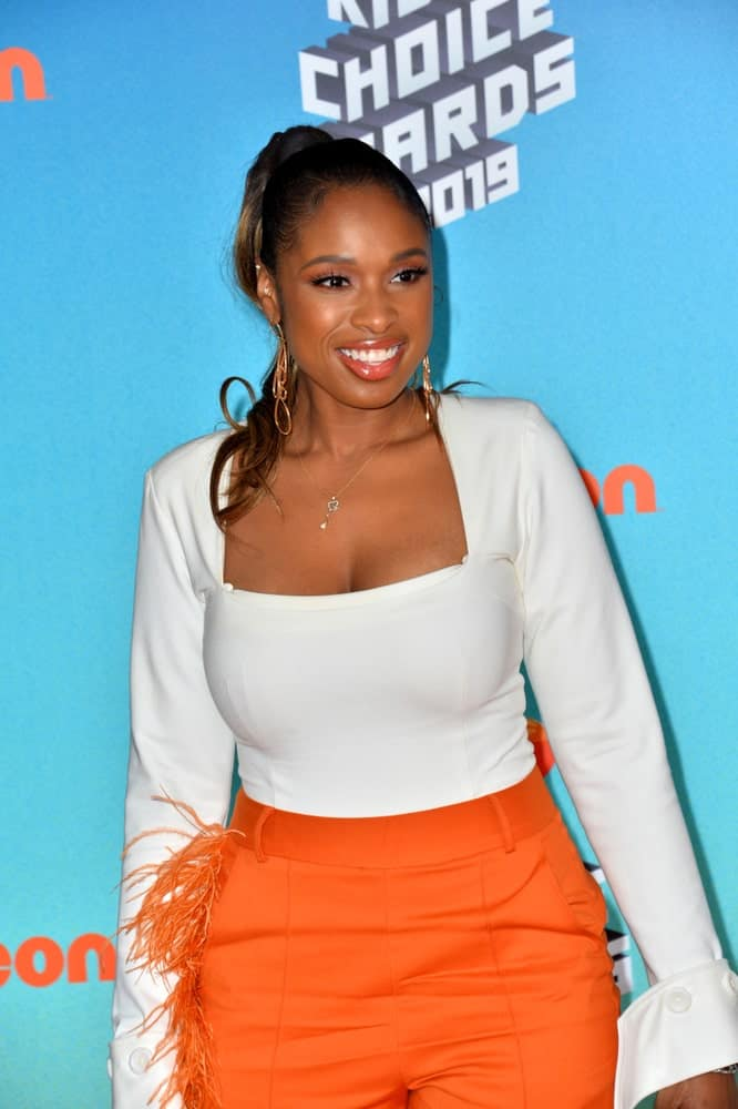 On March 23, 2019, Jennifer Hudson attended Nickelodeon's Kids' Choice Awards 2019 at USC's Galen Center. She wore a colorful outfit with her high ponytail hairstyle with a slick finish.