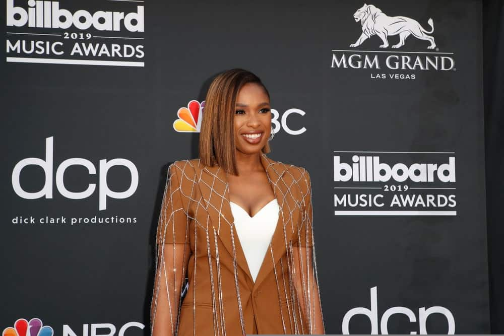 Jennifer Hudson was at the 2019 Billboard Music Awards at MGM Grand Garden Arena on May 1, 2019 in Las Vegas, NV. She wore a brown smart casual outfit with her highlighted shoulder-length straight bob hairstyle with a side-swept finish.