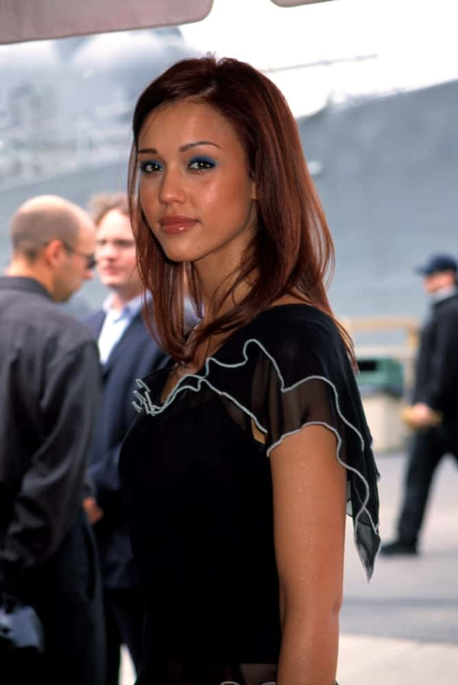 Jessica Alba was at the FOX Upfront in New York on May 17, 2001. She came wearing a simple black blouse that she paired well with her lovely layered, loose and tousled shoulder-length hairstyle that has a dark brown tone.