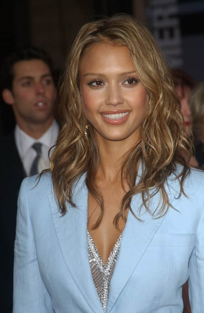 Jessica Alba wore a blue smart causal jacket to go with her medium-length sandy blond tousled curly hairstyle and simple make-up at the 31st Annual American Music Awards in Los Angeles on November 16, 2003.