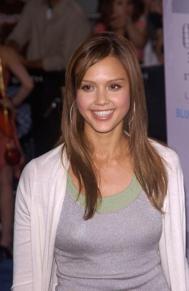 Actress Jessica Alba wore a simple yet lovely casual ensemble outfit that paired quite well with her medium-length brown layered loose hairstyle at the world premiere in Los Angeles of I, Robot on July 7, 2004.