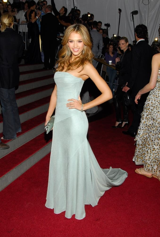 Jessica Alba wore an elegant Calvin Klein dress at the AngloMania Tradition and Transgression in British Fashion Opening Gala in New York on May 01, 2006. She paired this with a long and layered brown hairstyle with a slight tousled wavy finish.