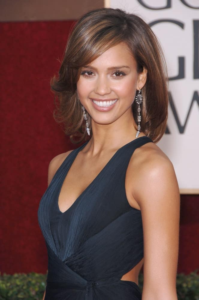 Jessica Alba wore a lovely black dress to pair with her short flippy bob hairstyle with long side-swept bangs and highlights at the 63rd Annual Golden Globe Awards at the Beverly Hilton Hotel on January 16, 2006 in Beverly Hills, CA.
