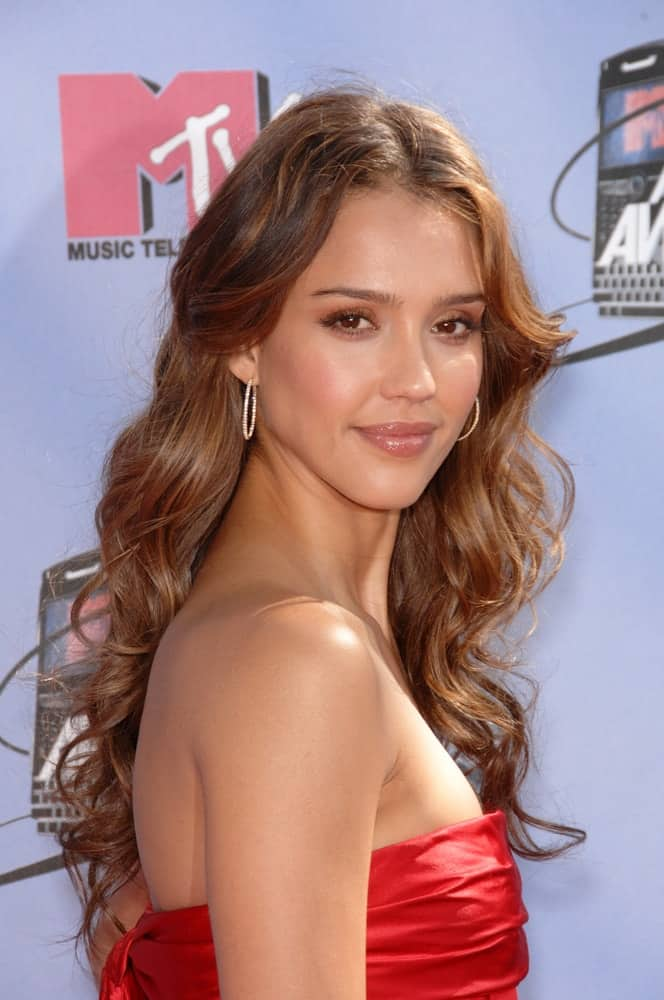 Jessica Alba was at the 2007 MTV Movie Awards at the Universal Amphitheatre on June 3, 2007 in Los Angeles, CA. She came wearing a strapless red dress that paired quite well with her long highlighted curls loose on her shoulders.