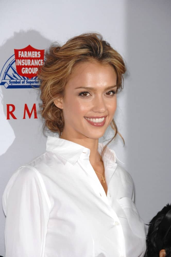 Jessica Alba was at a fund-raising gala to benefit Padres Contra El Cncer (parents against cancer) at The Lot in Hollywood on October 19, 2007. She wore a simple white button-down shirt with her tousled and messy bun hairstyle with loose tendrils and highlights.