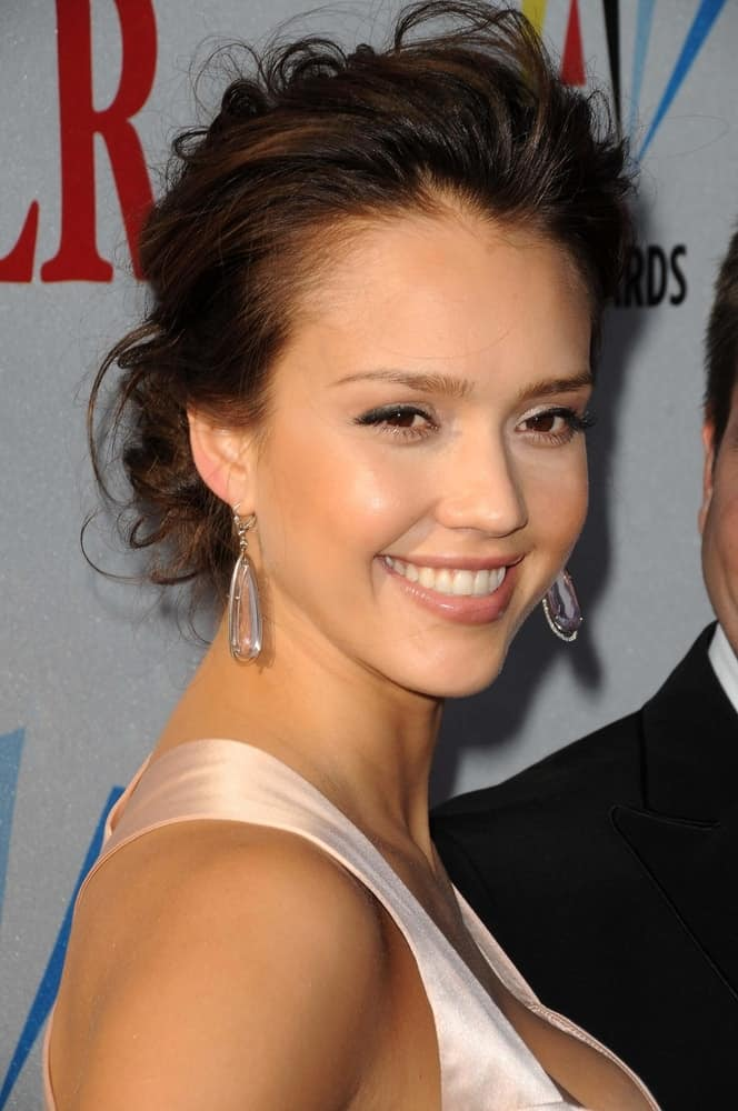 On August 17, 2008, Jessica Alba wore a gorgeous pair of crystal earrings and a stunning creme dress that she matched with a tousled messy bun hairstyle with highlights and loose tendrils at the 2008 ALMA Awards in Pasadena Civic Auditorium, Pasadena, CA.