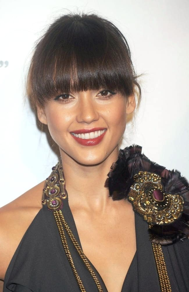 Jessica Alba was at 5th Annual Keep A Child Alive Black Ball Benefit held at the Hammerstein Ballroom in New York, NY on November 13, 2008. She wore a lovely black dress with her charming bun hairstyle that has straight and blunt eye-skimmer bangs.