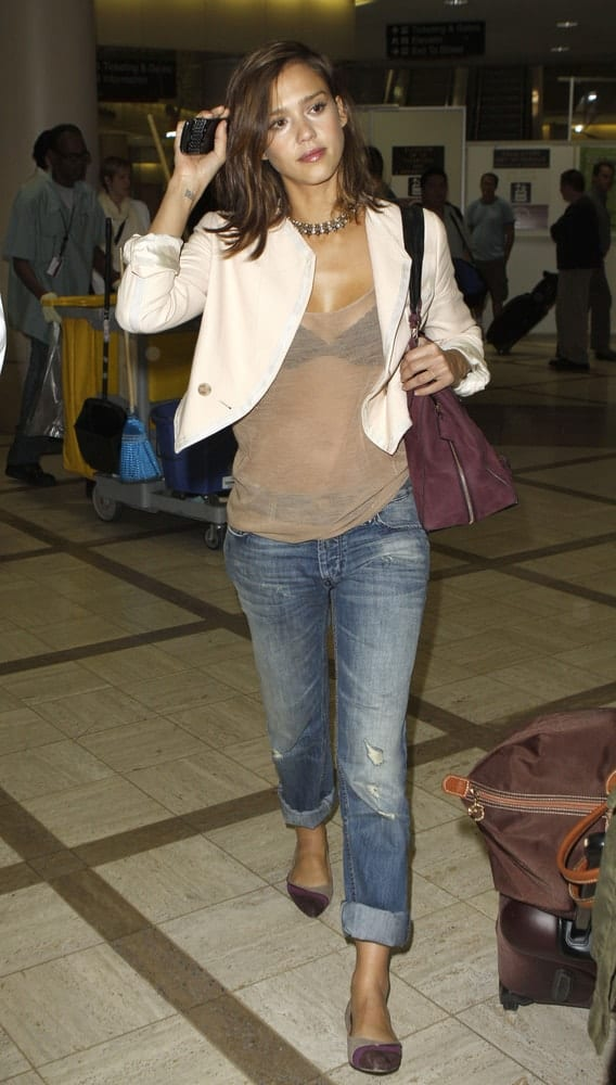 Actress Jessica Alba was seen at LAX on September 2, 2010 in Los Angeles, California. She wore a casual and carefree outfit with her loose and tousled side-swept brown hairstyle that has subtle highlights.