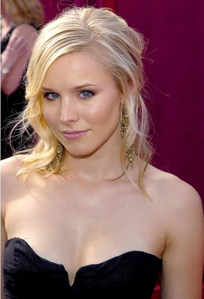 Kristen Bell showcased a sultry look featuring a tousled half updo at the 57th Annual Primetime Emmy Awards last September 18, 2005 in Los Angeles CA.
