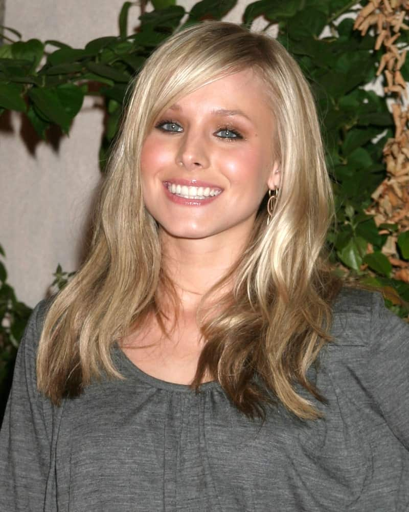 Kristen Bell flaunted her side-swept loose waves with highlights at the Teen People Party held at The Cabana Club Los Angeles, CA on August 13, 2005.