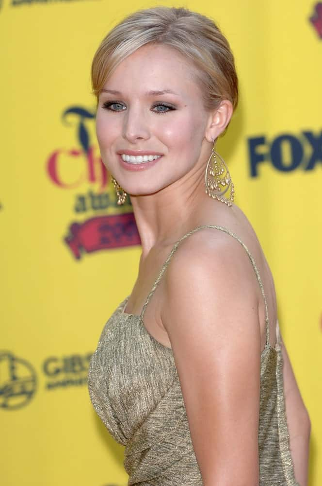 Kristen Bell complemented her neat upstyle hairstyle with fabulous chandelier earrings and a gold dress during the 2005 Teen Choice Awards at the Universal Amphitheater, Hollywood on August 14, 2005.