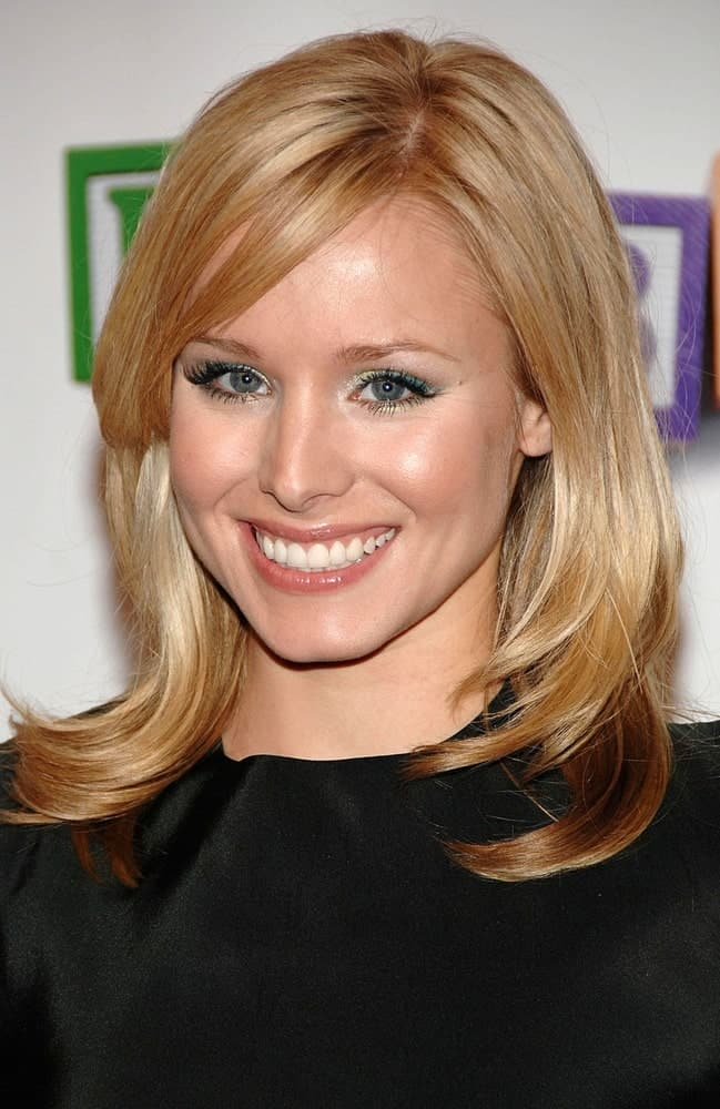 Kristen Bell with her shiny side-parted blonde hair that she paired with a black dress during BABY MAMA Premiere at Opening Night of Tribeca Film Festival on April 23, 2008.