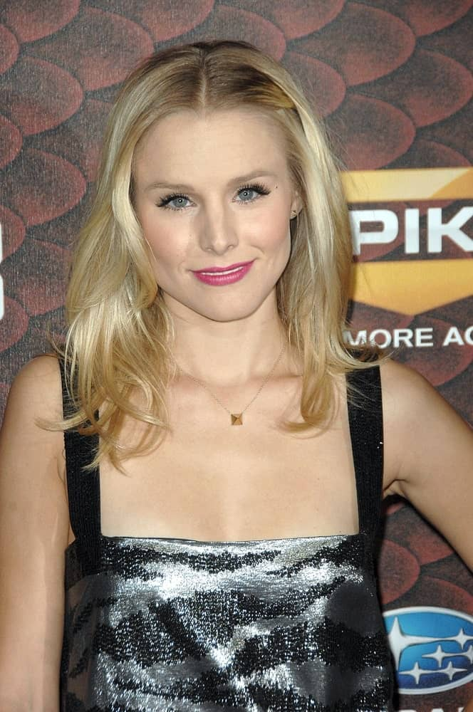 Kristen Bell with her mid-length waves during the 2008 Spike TV's SCREAM Awards on October 18, 2008. She completed the look with pink lipstick and patterned black dress.
