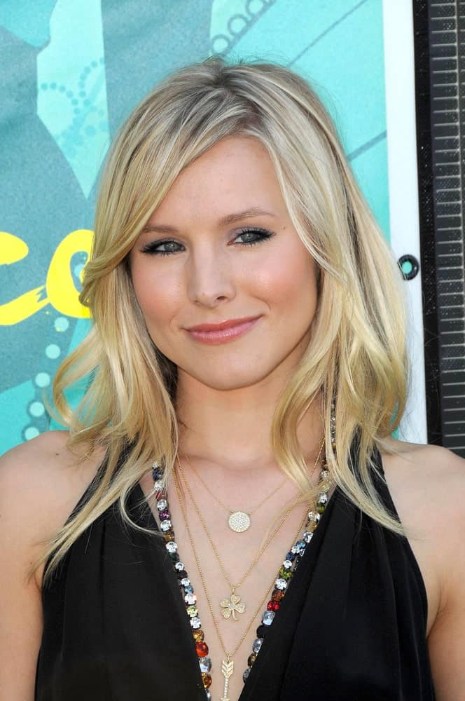 Kristen Bell complemented her side-parted blonde tresses with a black Vera Wang and Jennifer Meyer necklaces at Teen Choice Awards, Gibson Amphitheatre on August 9, 2009.