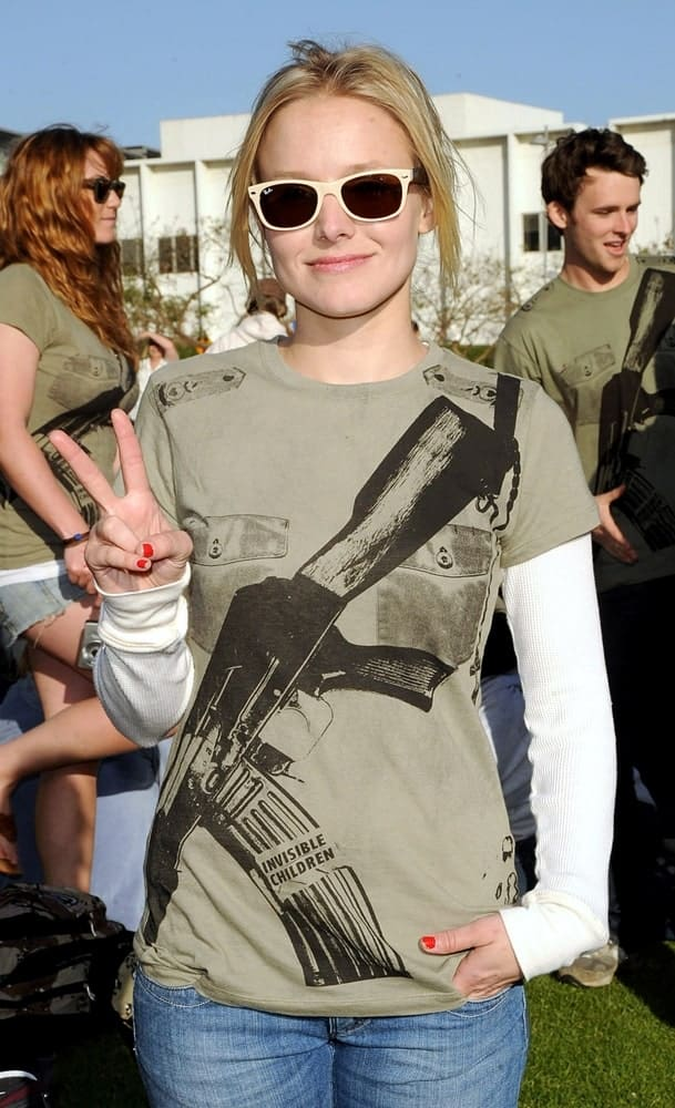 Kristen Bell incorporates her messy upstyle with a Ray-Ban sunglasses at Invisible Children's Global Event The Rescue held on April 25, 2009.