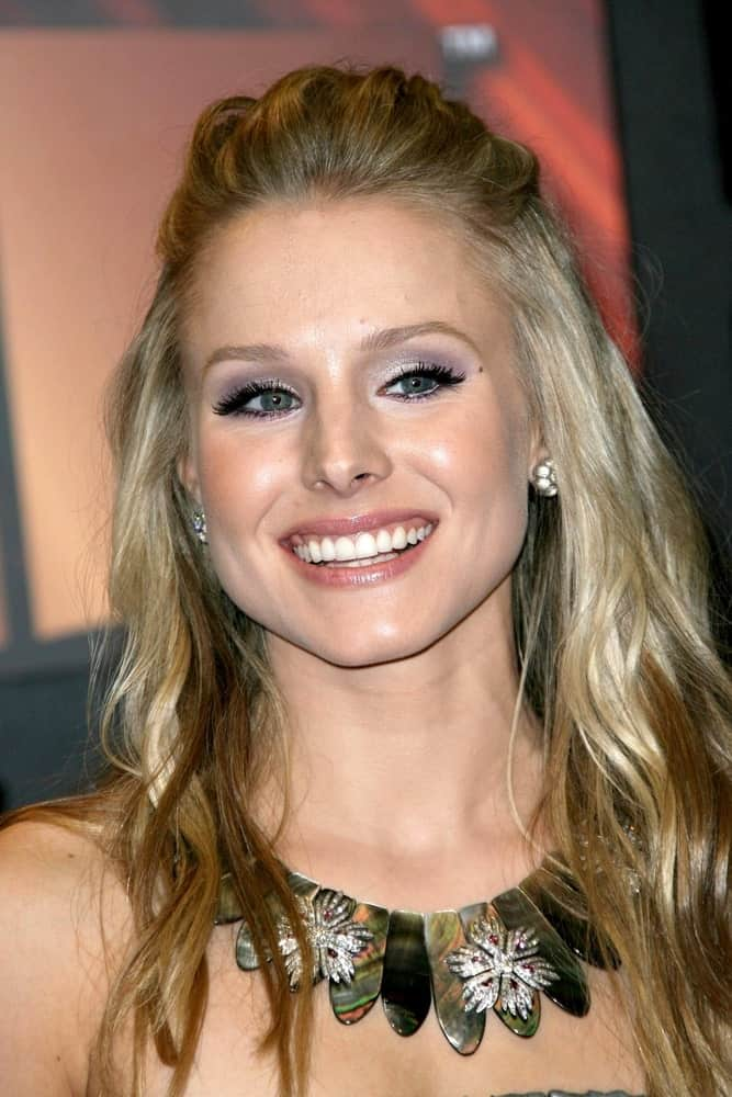 Kristen Bell styled her highlighted waves with a slick half updo during the VH1's 14th Annual Critic's Choice Awards held on January 8, 2009, at Santa Monica Civic Auditorium.