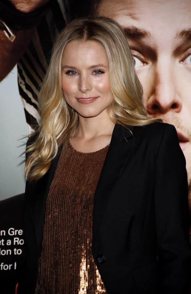 Kristen Bell sported a highlighted wavy hairstyle with a middle parting at the World premiere of