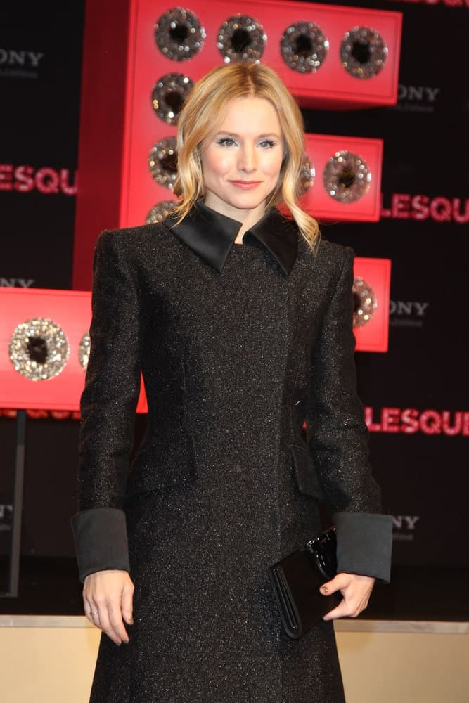 Kristen Bell was seen at the Germany Premiere of 'Burlesque' at the CineStar in Potsdamer Platz last December 16, 2010. She was wearing a black coat dress that complements her loose upstyle with long and thick tendrils.