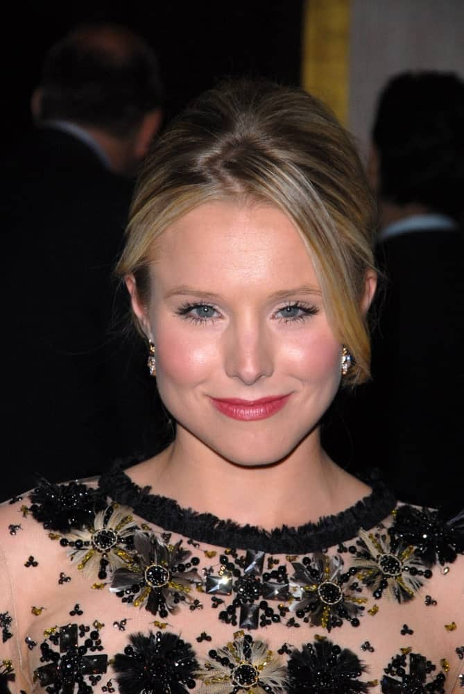 Kristen Bell pulled off a slicked upstyle that's accentuated with highlights during the 24th Genesis Awards on March 20, 2010, at Beverly Hilton Hotel, Beverly Hills, CA.