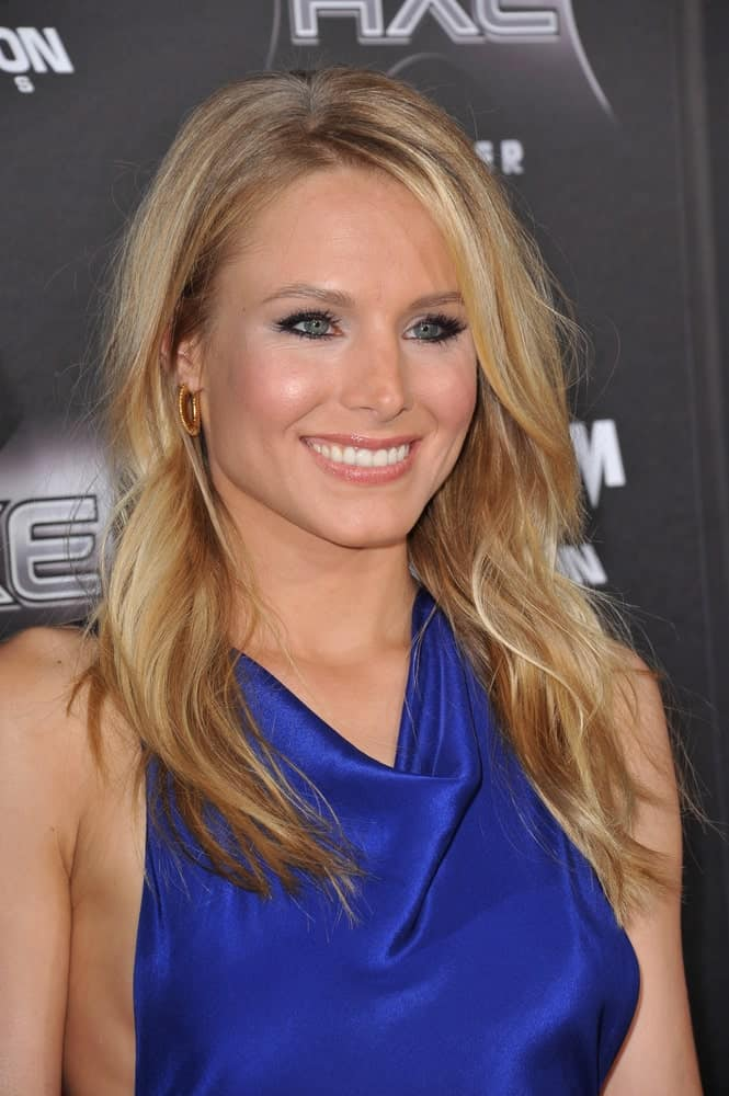 On April 11, 2011, Kristen Bell wore a royal blue halter dress that she paired with her tousled highlighted waves at the world premiere of her new movie