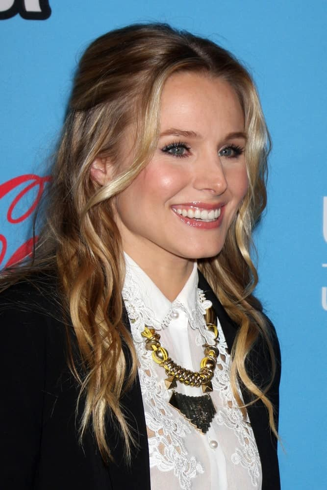 Kristen Bell flaunted her center-parted wavy updo that's accentuated with multi-highlights at the