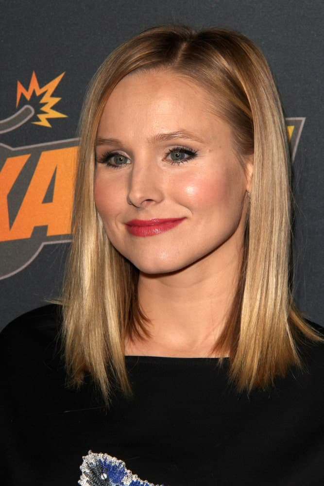 Kristen Bell wore a simple straight side-parted hairstyle at the