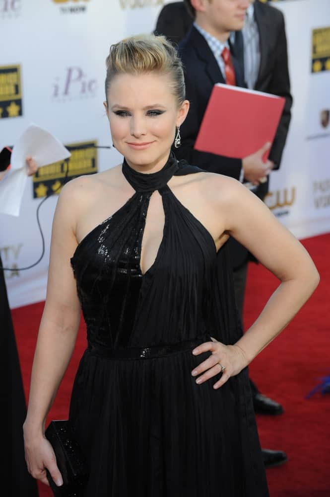Kristen Bell rocked a neat updo with a pouf during the 19th Annual Critics' Choice Awards on January 16, 2014. She completed the look with a sexy black dress that mirrors her smokey eyes.