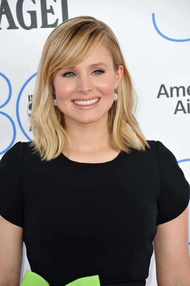 Kristen Bell with medium-length hair at the 30th Annual Film Independent Spirit Awards 2015. Her natural-looking hairstyle with side bangs makes her look very chic and perky.