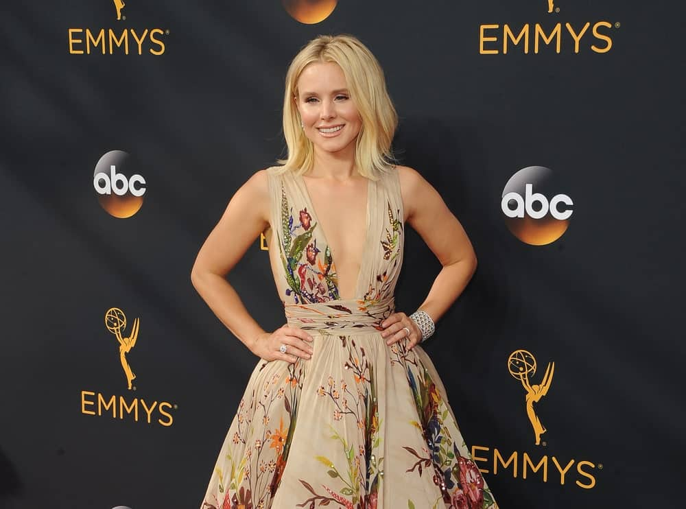 Kristen Bell slayed the 68th Annual Primetime Emmy Awards held at the Microsoft Theater on September 18, 2016. She wore a nude printed dress along with a short center-parted loose hairstyle.