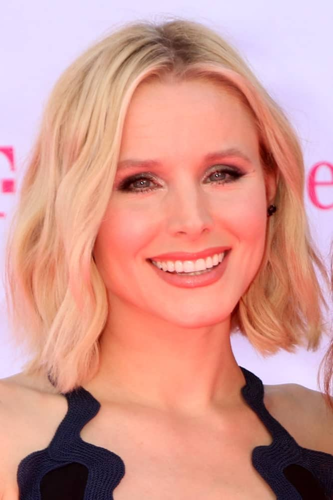 Kristen Bell is simply stunning in a short wavy hairstyle with a middle parting at the Billboard Music Awards 2016 held at the T-Mobile Arena on May 22, 2016.