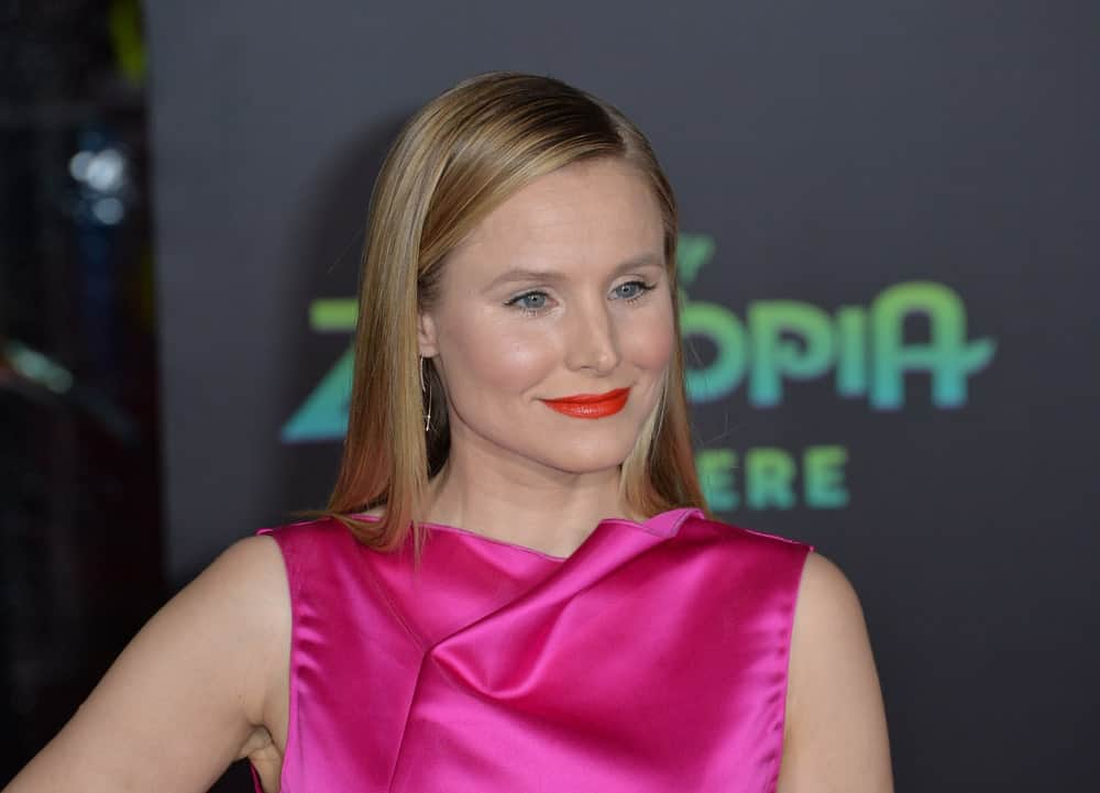 Kristen Bell pulled off a sleek straight hairstyle with highlights and a side part during the premiere of Disney's