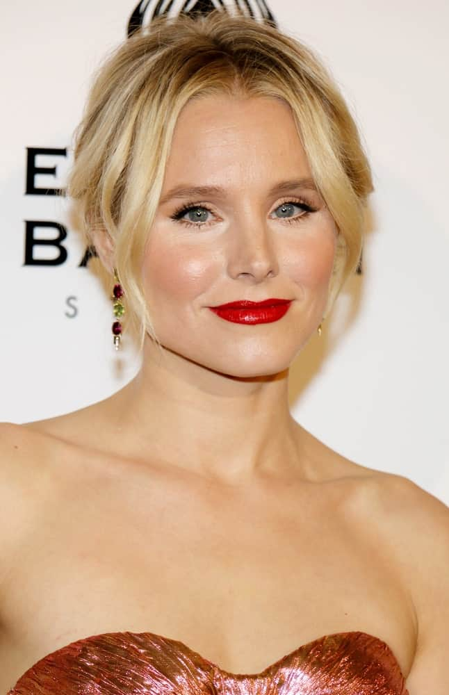 Kristen Bell was spotted at the Art of Elysium Celebrating the 10th Anniversary held at the Red Studios on January 7, 2017. She gathered her blonde tresses in a glam upstyle with side tendrils.