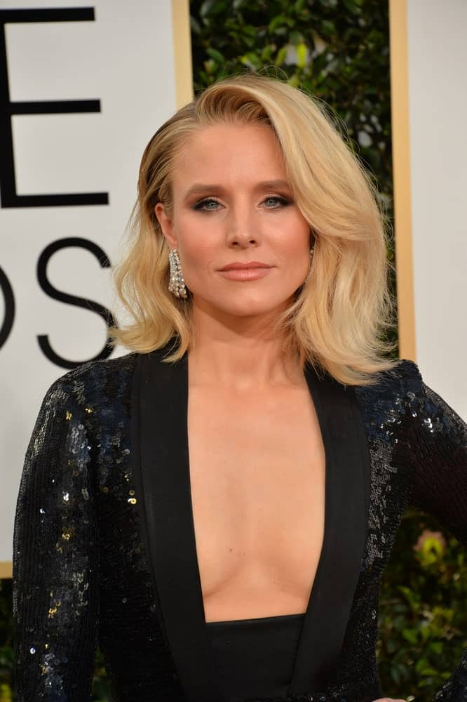 Kristen Bell in a sexy black dress that she paired with voluminous side-parted waves as she attends the 74th Golden Globe Awards at The Beverly Hilton Hotel, Los Angeles last January 8, 2017.