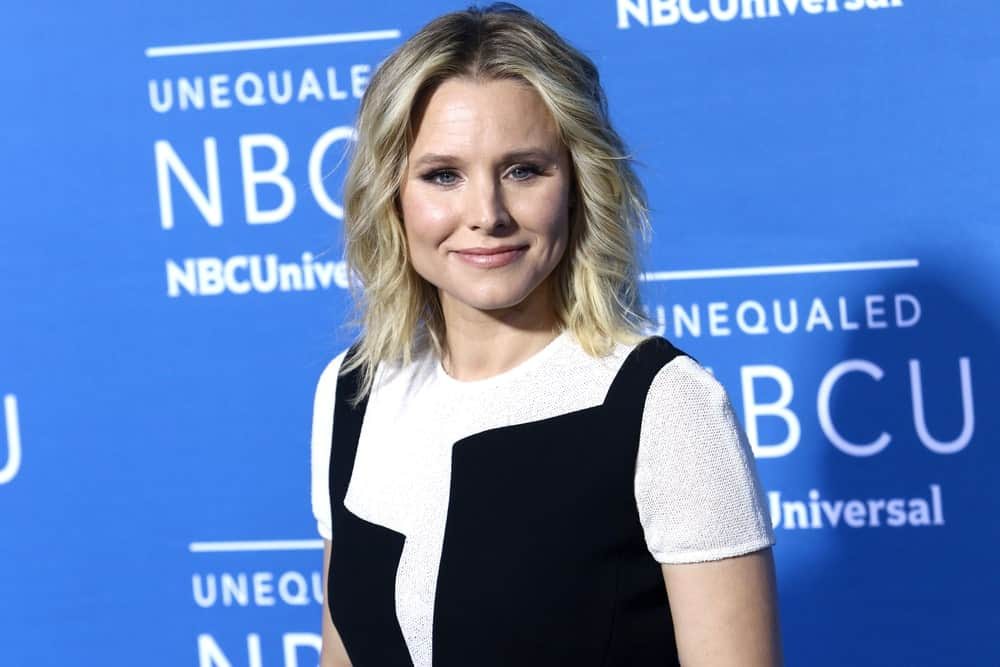 Kristen Bell made an appearance at the 2017 NBCUniversal Upfront on May 15, 2017, sporting her short blonde spiral waves with a middle parting.