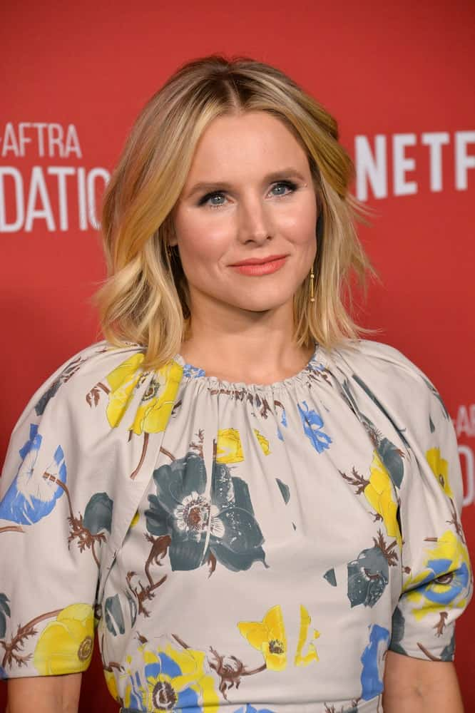 Kristen Bell exhibited a sophisticated look in a floral printed dress along with short layered waves at the SAG-AFTRA Foundation's Patron of the Artists Awards held on November 9, 2017.
