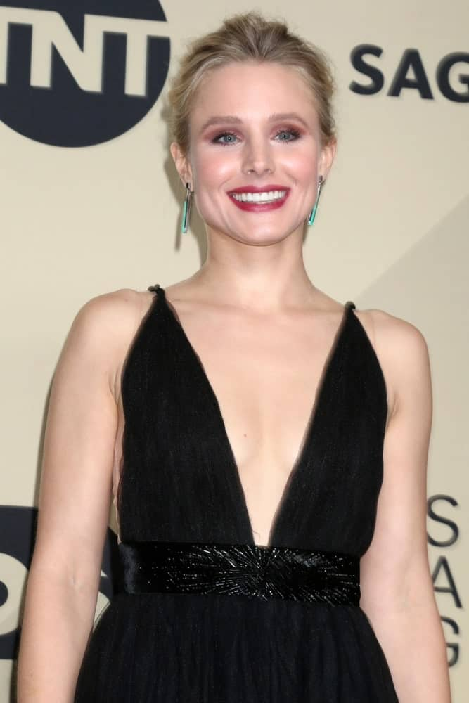 Kristen Bell arrived for the 24th Screen Actors Guild Awards at Shrine Auditorium on January 21, 2018, in a ravishing black dress along with a loose upstyle.