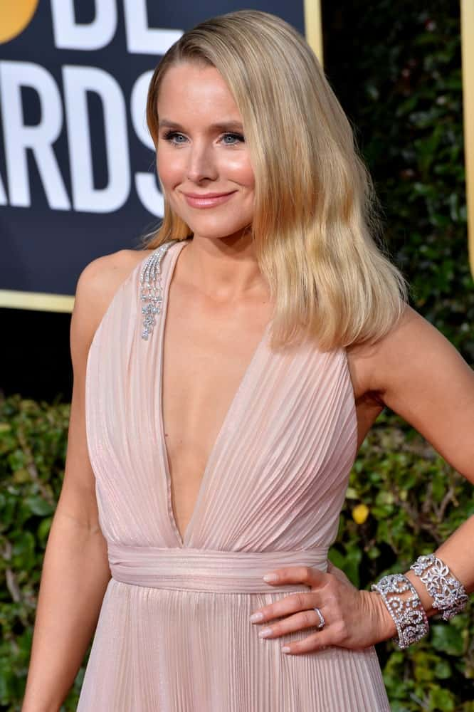 Kristen Bell looked like a goddess in a blush halter dress paired with a side-parted loose hairstyle during the 2019 Golden Globe Awards at the Beverly Hilton Hotel on January 6, 2019.