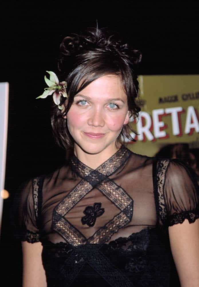 Maggie Gyllenhaal attended the premiere of Secretary in New York on September 18, 2002. She wore an all-black sheer dress with her messy bun hairstyle with a flower.