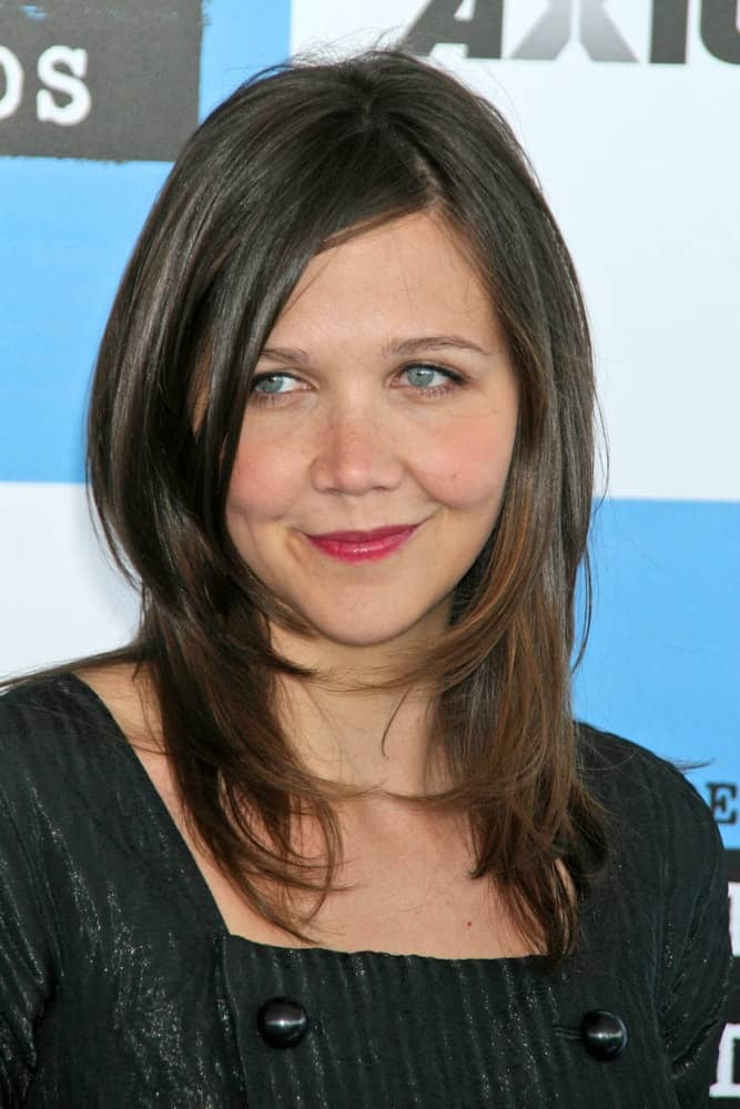 Maggie Gyllenhaal attended the 2007 Film Independent's Spirit Awards at the Santa Monica Pier, Santa Monica, CA on February 24, 2007. SHe paired her elegant black dress with a medium-length layered hairstyle with long side bangs.