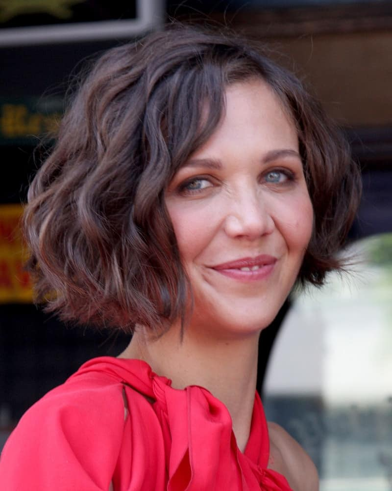 Maggie Gyllenhaal attended the Hollywood Walk of Fame Ceremony for Emma Thompson at Hollywood Walk of Fame on August 5, 2010 in Los Angeles, CA. She wore a charming red dress and paired with with a shin-length curly brown hairstyle with a slight tousle.