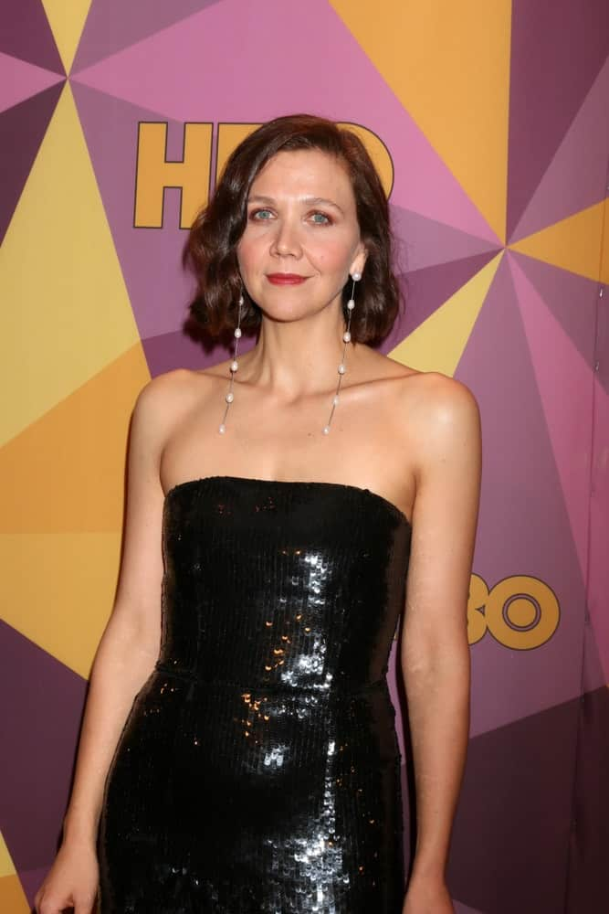 Maggie Gyllenhaal was at the HBO Post Golden Globe Party 2018 at Beverly Hilton Hotel on January 7, 2018 in Beverly Hills, CA. She paired her black sequined strapless dress with a shoulder-length wavy bob hairstyle with layers.