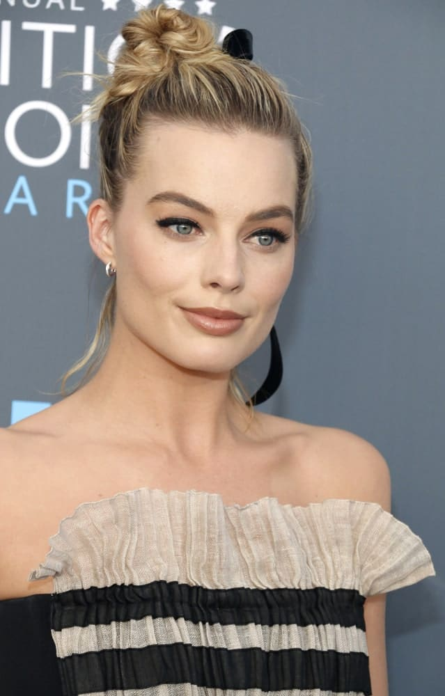 Margot Robbie rocked a stylish twisted top knot during the 23rd Annual Critics' Choice Awards held at the Barker Hangar in Santa Monica, USA on January 11, 2018.