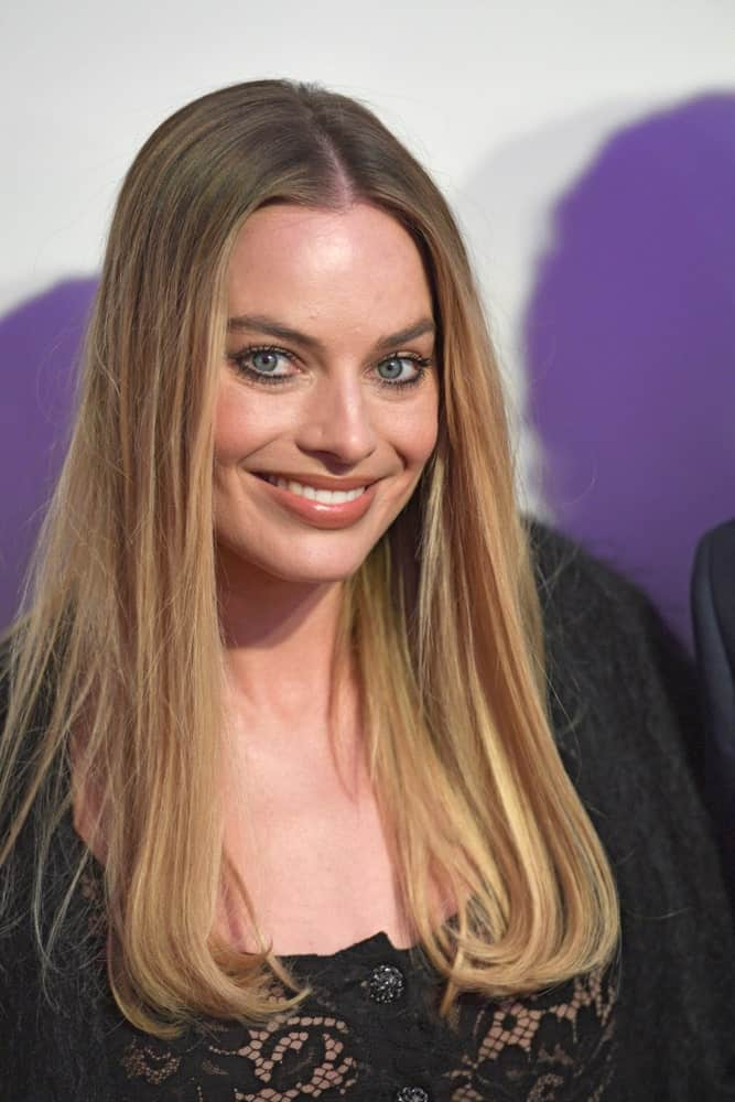 Margot Robbie went for a simple center-parted straight hairstyle at the