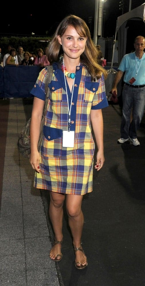 Natalie Portman was in attendance for the US OPEN Tennis Tournament at the USTA Billie Jean King National Tennis Center in Flushing, NY on September 07, 2008. She was lovely in her casual dress and loose highlighted hairstyle with bangs and layers.
