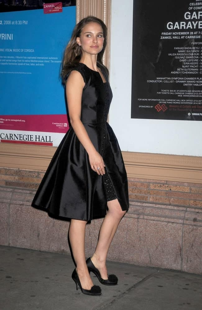 Natalie Portman was simple yet elegant in her black dress and loose medium-length dark hairstyle on her back at the GLAMOUR Women of the Year Awards 2008 in Carnegie Hall, New York, NY on November 10, 2008.