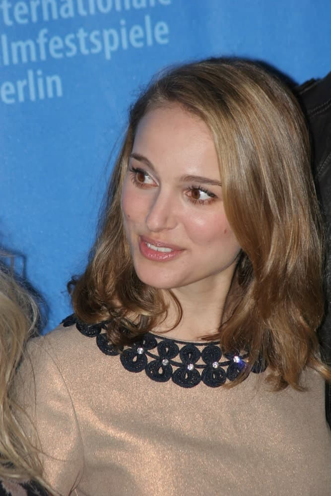 Actress Natalie Portman attended the 'The Other Boleyn Girl' Photocall as part of the 58th Berlinale Film Festival at the Grand Hyatt Hotel on February 15, 2008 in Berlin, Germany. Her simple silvery dress paired quite well with her loose shoulder-length brown hair with layers.