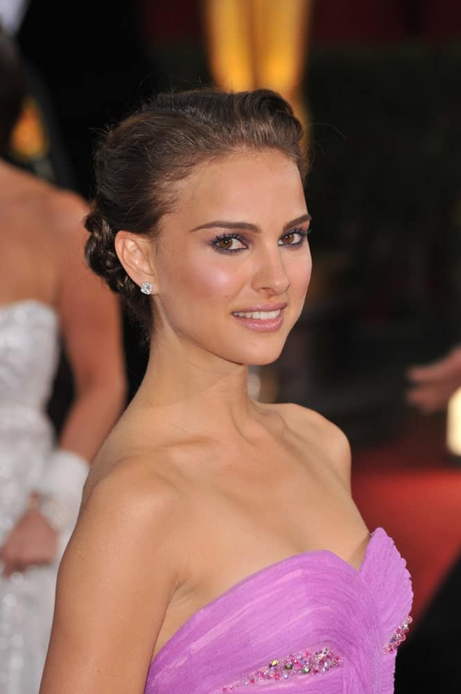 Natalie Portman was at the 81st Academy Awards at the Kodak Theatre, Hollywood on February 22, 2009 in Los Angeles, CA. She was quite elegant in her purple bejeweled dress that emphasized her neckline with her hair that was swept up into an upstyle.